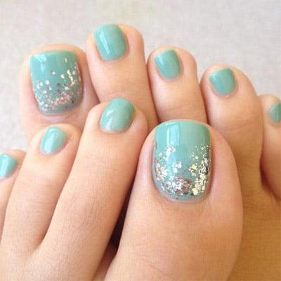 diseños de uñas de pies brillo degradé