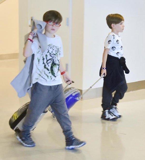 Hijos de Ricky Martin en el aeropuerto